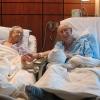 Kivételt tett a kórház az idős házaspárral – 68 év után is úgy szeretik egymást, mint a tinik