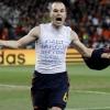 Iniesta Dani Jarquénak ajánlja gólját