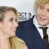 Ismét gyűrűt húzott Evan Peters Emma Roberts ujjára