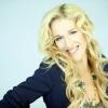 Franciául énekel Wolf Kati