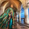 Jennifer Lopez királynői outfitben jelent meg a Dolce & Gabbana bemutatóján