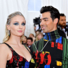 Joe Jonas izmos felsőteste láttán elámult Sophie Turner