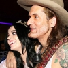 John Mayer gitárt tervezett Katy Perrynek
