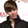 Bieber az anyukájával lesz Valentin-napon