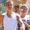 Justin Bieber és barátnője nyilvánosan estek egymásnak – őrjöngenek a rajongók!