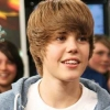 Justin Bieber gyermekeknek adakozott