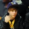Justin Bieber mamája ügyvédet fogad