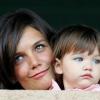 Katie Holmes fenekestül felforgatja lánya életét