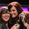 Kelly Clarkson duettet ígér Demi Lovatóval
