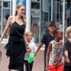Kengurut és lárvát esznek Angelina Jolie gyerekei
