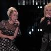 Keresztanyjával, Dolly Partonnal robbantott színpadot Miley Cyrus