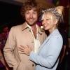 Két év házasság után válik Sia