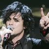Kidobták a repülőgépről a Green Day énekesét