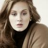 Kisebb pánikot keltett egy moszkító Adele fellépésén – videó
