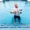 Kiskutyákat mentett meg a vízbe fulladástól Dwayne Johnson