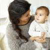 Kourtney Kardashian kislányt hord a szíve alatt