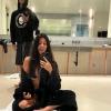 Kourtney Kardashian megmutatta, mennyit vágott a hajából Travis Barker