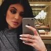 Kylie Jenner ismét színes hajjal nyomul