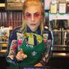 Lady Gaga baristának állt a Starbucksban