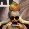 Lady Gaga péniszalakú mikrofonnal sokkolt