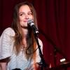 Leighton szeretne az éneklésre koncentrálni
