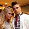 Letartóztatták Paris Hilton új pasiját kedvese leszbicsókjáért