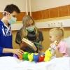 Megérintette a sztárokat a klinikán tett látogatás