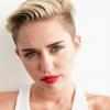 Megint nővel csókolózott Miley Cyrus — fotó