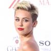 Miley Cyrus bugyiban mászkál Kanadában