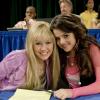 Miley Cyrus megvédte Selena Gomezt