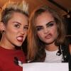 Miley Cyrus most már nőkre is bukik — fotó