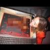 Miley Cyrus pénisztortát nyalogatott barátja születésnapján