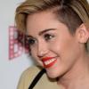 Miley Cyrus túladott kutyáján