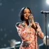Milyen figyelmes! Így kedveskedett a rá várakozó rajongóknak Rihanna