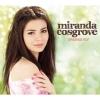 Miranda Cosgrove az éneklésre koncentrál