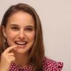 Natalie Portman ismét eszik húst