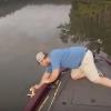 Nem hiszed el, hogy mit fogott ki a vízből ez a horgász!