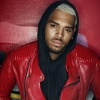 Nem hiszed el, miért perli Chris Brownt az egyik rajongója!