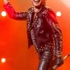 Nyakára varratott tetoválást Adam Lambert