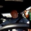 Odáig van az internet a Shake it Offot éneklő rendőrért