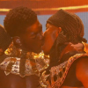 Olcsó trükk: férfi táncosával smárolt a színpadon Lil Nas X – videó!