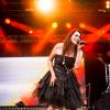 Önálló dallal jelentkezett Sharon den Adel