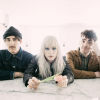 Óriás narancs elől menekülnek a Paramore tagjai – klippremier!