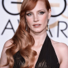 Porcelánbőr, vörös haj, élénk színek: Jessica Chastain elegáns stílusa 20 képen