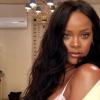 Rihanna 10 perces videóban leplezte le a sminktitkát