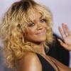 Rihanna közszemlére tette melleit