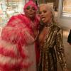 Rita Ora pincérekkel flörtölt a Met gálán