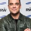 Sokk! Robbie Williams vesz majd lányának drogokat!