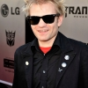 Rocksztárok segítenek Deryck Whibley-nek a felépülésben