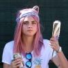 Rózsaszín hajjal nyomul Cara Delevingne